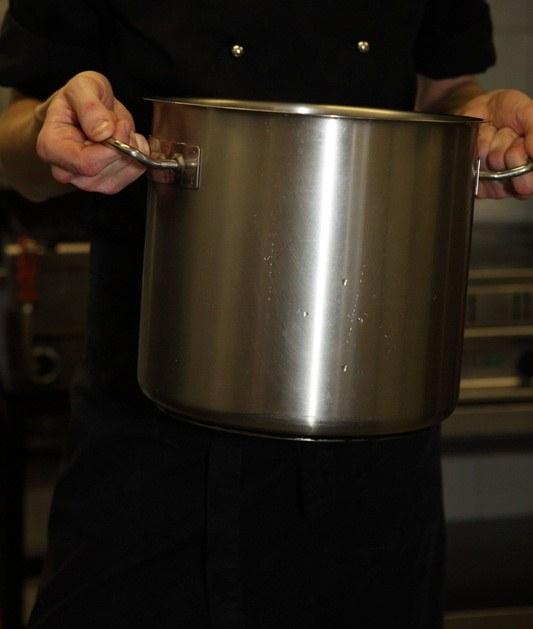 Как чистить кастрюли из стали