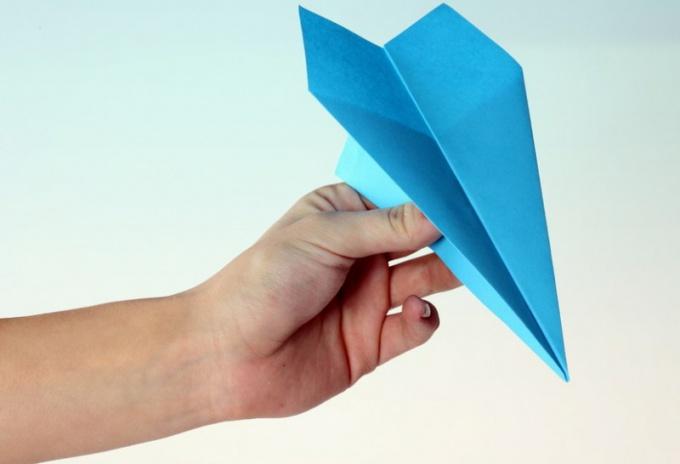 Как сложить бумажный самолетик