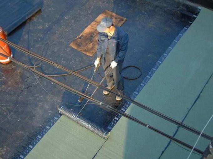 Как отремонтировать крышу в гараже