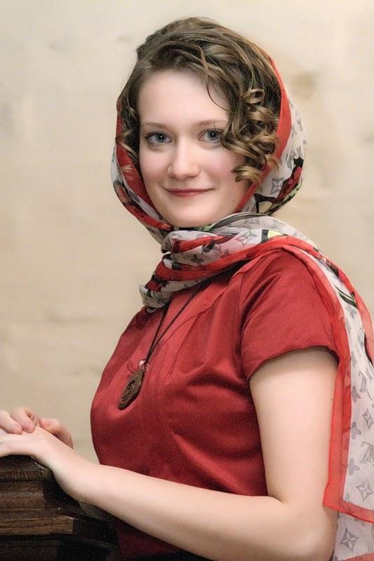 Как завязать платок женщине
