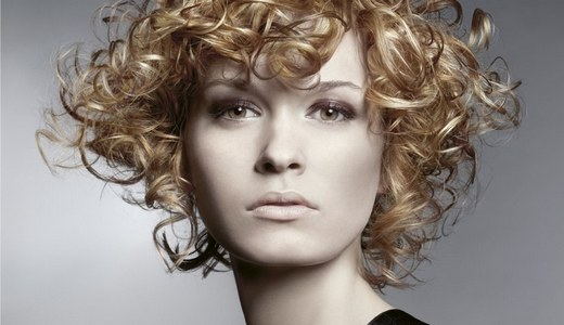 How to style hair with curlers