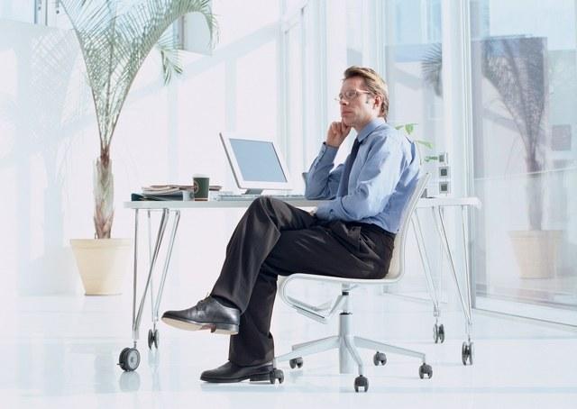 Как нарисовать человека в сидячей позе