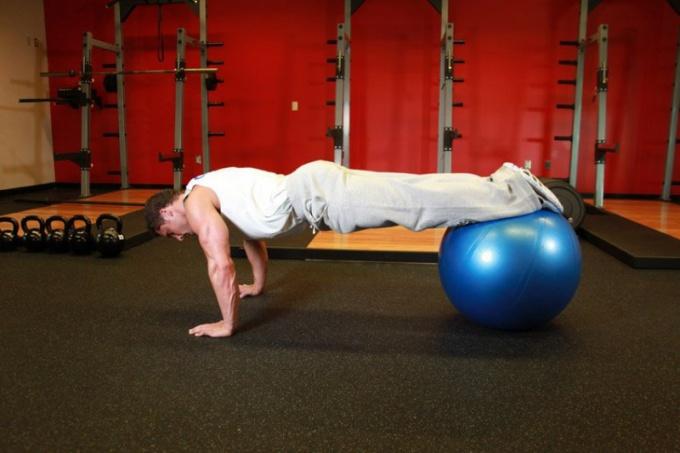 Как накачать мышцы отжиманием