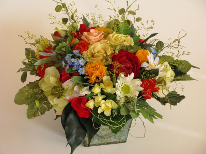 How to make a composition of artificial flowers