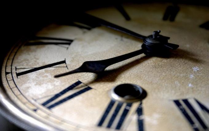 Как украсить настенные часы
