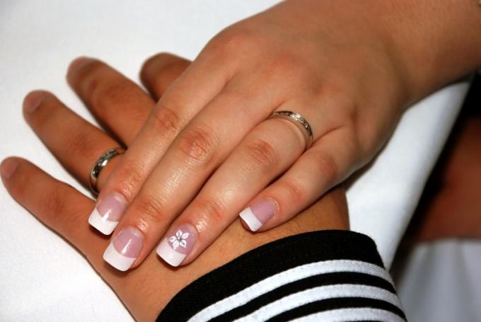 Как нарастить ногти акрилом на форме