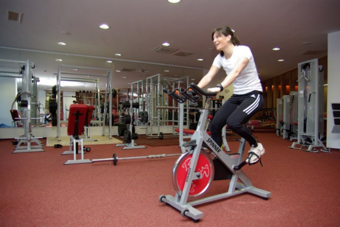 Как выполнять упражнения на тренажерах