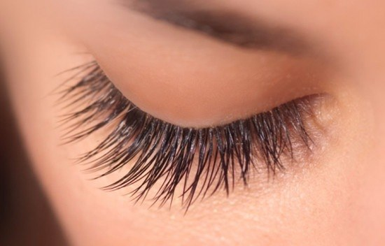 How to apply burdock oil on eyelashes