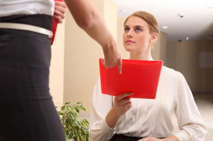 Как оформить перемещение по инициативе работника