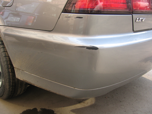 How to paint over a scratch on the bumper