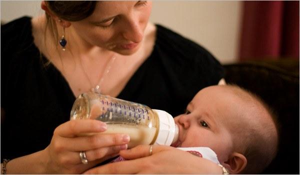 Сколько нужно грудному ребенку молока в день