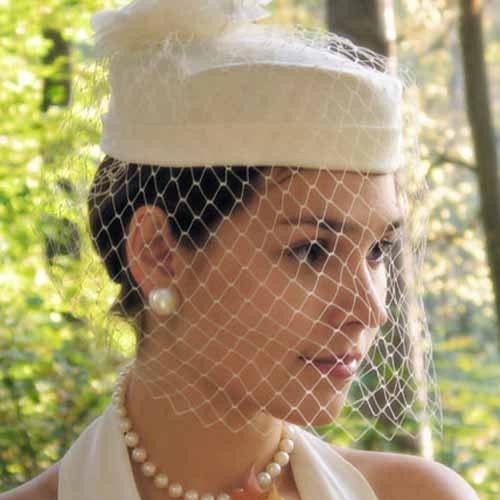 Строгий и при этом романтичный стиль невесты
