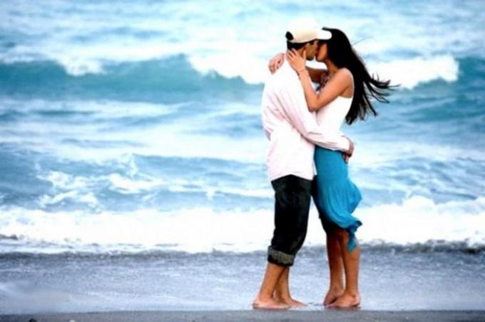 Как разнообразить поцелуи — Как возбудить парня поцелуем — Секс