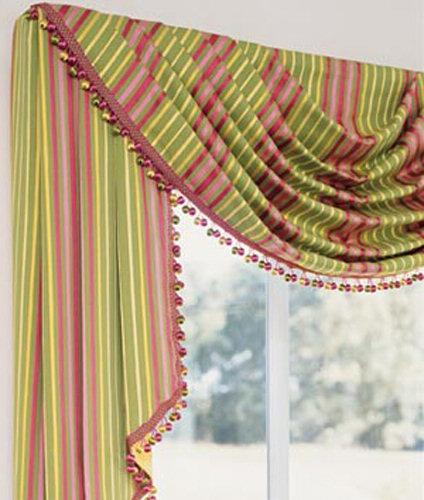 Декоративный ламбрекен украсит любое окно