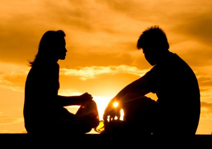 Важный шаг к взаимопниманию - научиться смотреть друг на друга и слушать.
