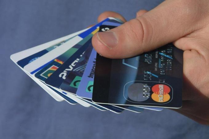 Как оплачивать что-либо банковской картой