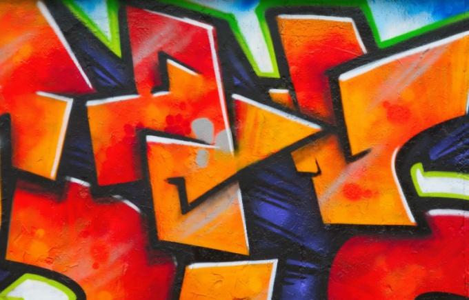 Как рисуют на бумаге граффити