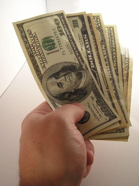Чужие деньги берешь на время, а отдаешь свои, и навсегда