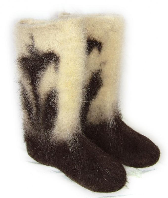 Валенки - традиционная русская обувь.