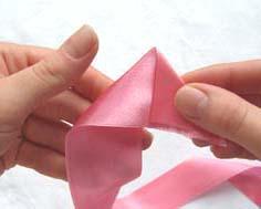 Как сделать из ленты цветок