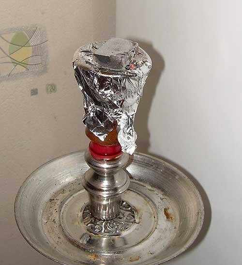Оберните фольгой чашку для табака