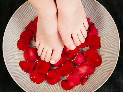Ванночки для ног оказывают не только лечебное, но и релаксирующее действие