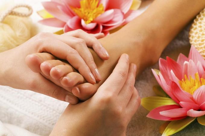Процесс лечения ноготков на <strong>ногах</strong> может быть очень приятным
