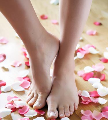 Здоровые ногти на ногах - это красиво. Ухаживайте за ногтями и своевременно лечите