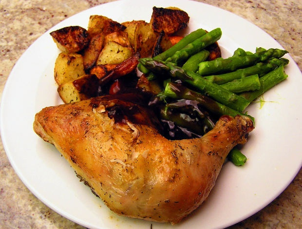Как запечь курицу с картошкой