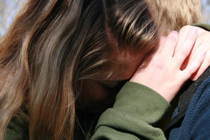Дайте понять девушке о том, что вы сами очень сожалеете и вам больно от того, что вы ее обидели