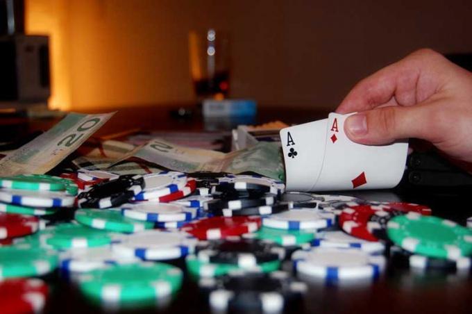 В покер можно выиграть как малые, так и баснословные деньги