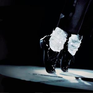 После того, как вы в совершенстве овладеете движениями, танцевать можно будет в любой обуви