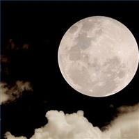 """Сила притяжения на Луне меньше, чем на Земле. За это скользящие движения """"походки"""" назвали """"лунной"""""""