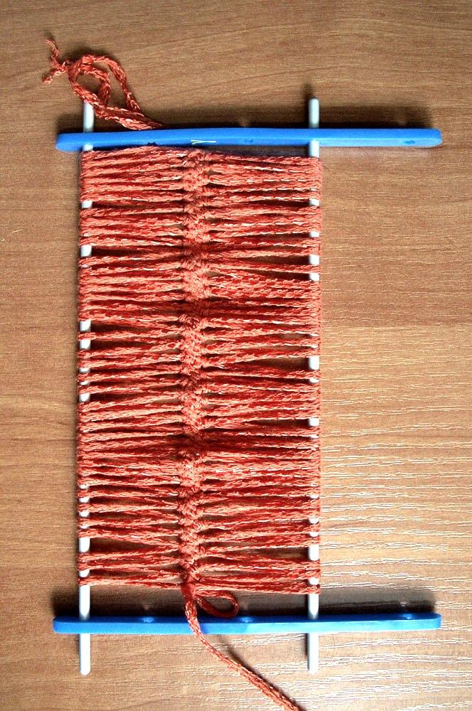 При вязании на вилке получаются ажурные вещи