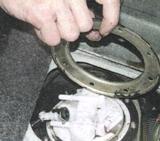 Как снять топливный насос