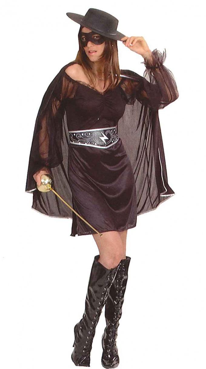 Мальчик в костюме Zorro всех защитит