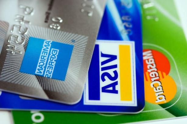 Для оформления кредитной карты вам понадобится время и документы
