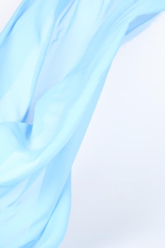 снять статическое электричество с волос помогут специальные спреи и фен
