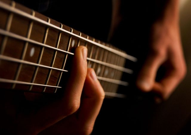 Бас-гитары задают ритм