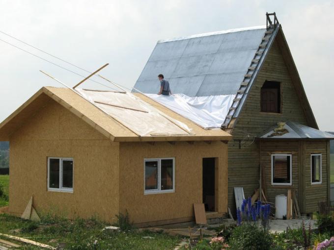 Пристроить каркасный дом дозволено стремительно  и недорого
