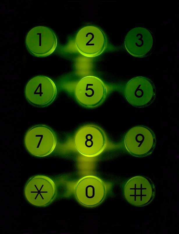 Как положить деньги на другой телефон