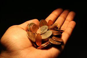 Как правило, материальная помощь от государства не превышает одну-две минимальные зарплаты