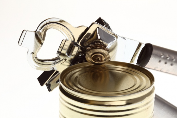 How to open a tin can