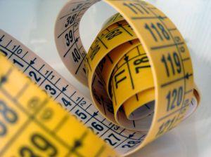 При помощи сантиметра снимите необходимые мерки