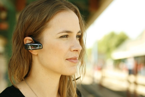 How to connect a headset to the phone
