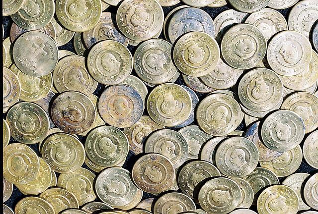 Целая куча редких монет - мечта любого нумизмата. Но за такой коллекцией нужно следить