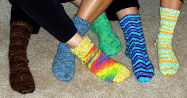 бабушкой шерстяные носки.