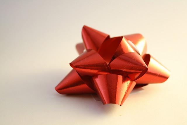 Красивый бантик - неотъемлемая часть любой подарочной упаковки