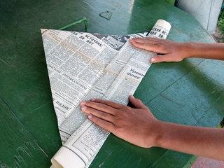 Чаще всего треуголку делают из обычной газеты