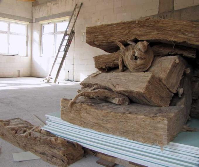 При ремонте придется снять очень большой слой со стены